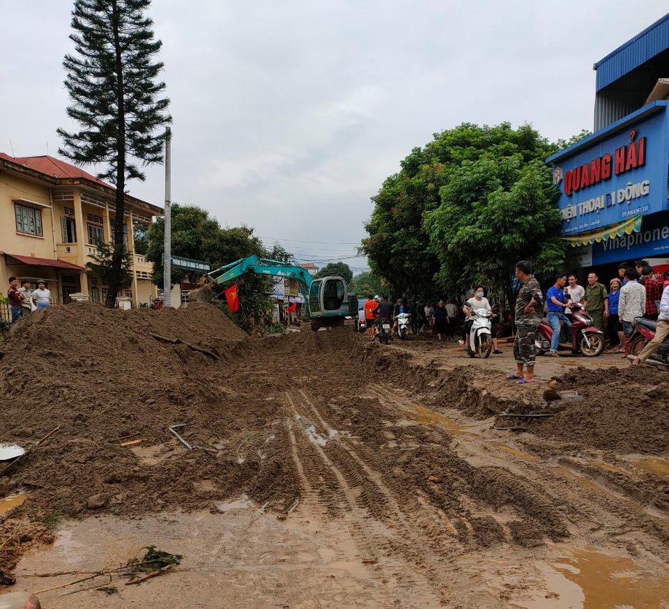 Lào Cai: Lũ ống bất ngờ trong đêm, 3 người ngủ gần suối không kịp chạy thoát, tử vong thương tâm - Ảnh 2.