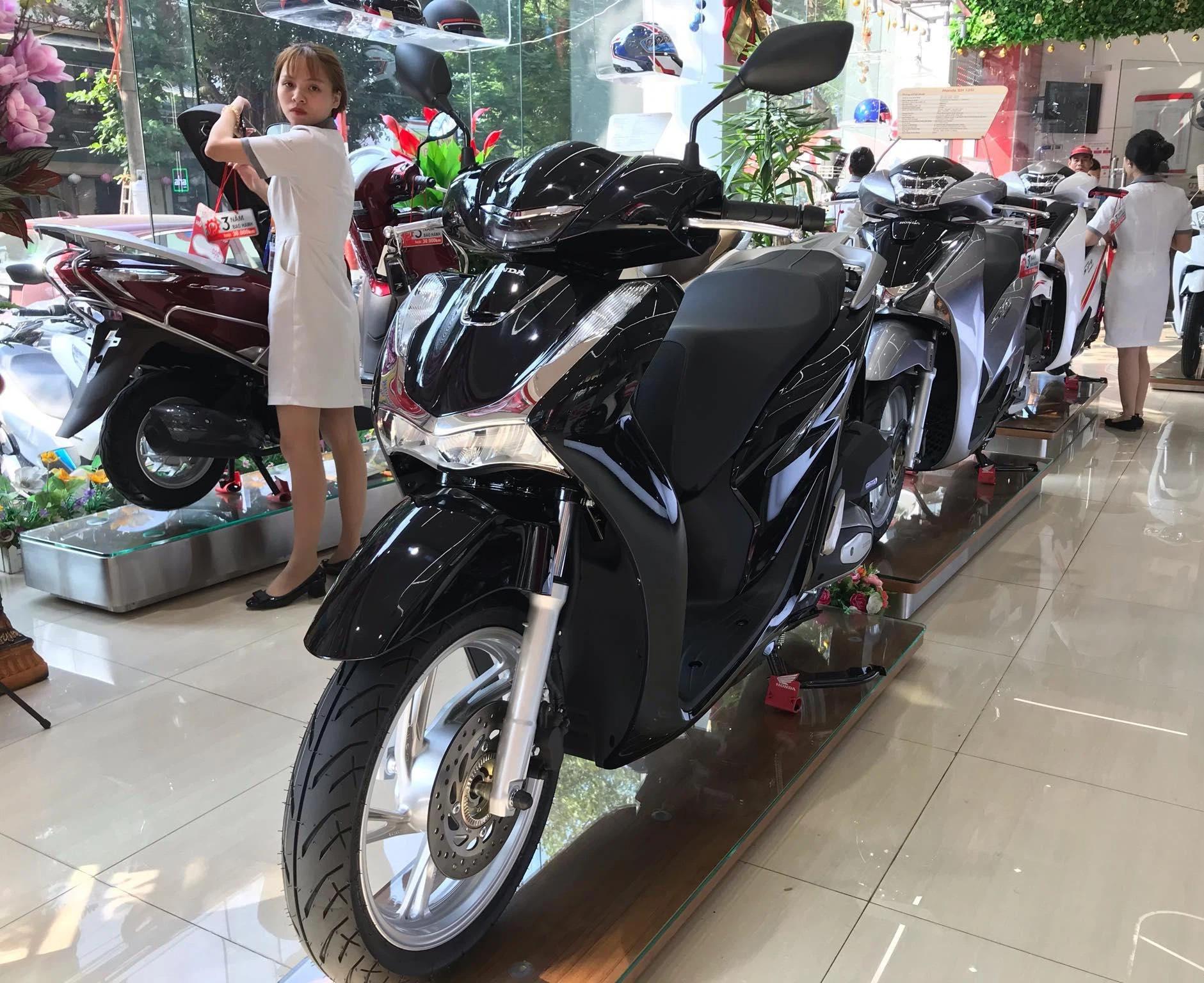 Giá xe Honda SH tiếp tục tăng phi mã, chạm mốc 126 triệu đồng - Ảnh 1.