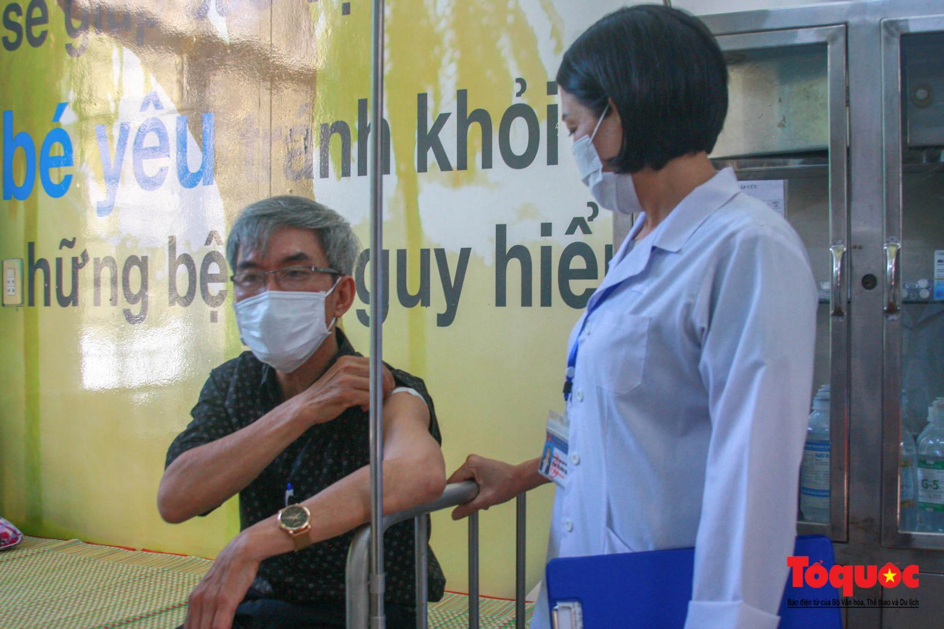 Thừa Thiên Huế bắt đầu tiêm chủng vaccine phòng Covid-19 - Ảnh 13.