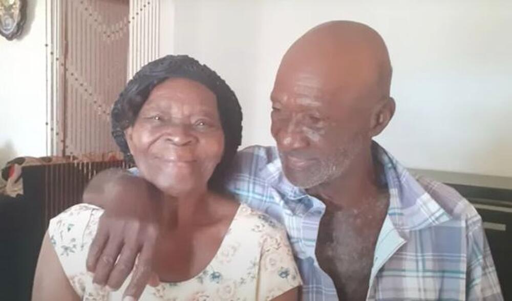 Cụ ông 73 tuổi kết hôn với cụ bà 91 tuổi sau 10 năm theo đuổi, thái độ của gia đình 2 bên càng gây chú ý