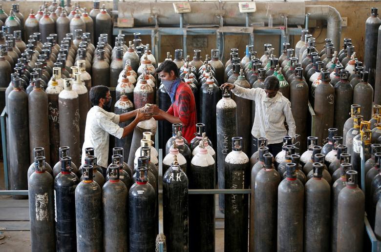 24h qua ảnh: Bãi hỏa thiêu Ấn Độ quá tải vì Covid-19 - Ảnh 6.