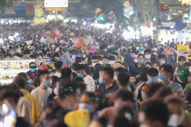 Dòng người đông không thể tưởng tượng được ở Đà Lạt: Đi ngang chợ đêm thôi tôi đã phải hốt hoảng! - Ảnh 5.