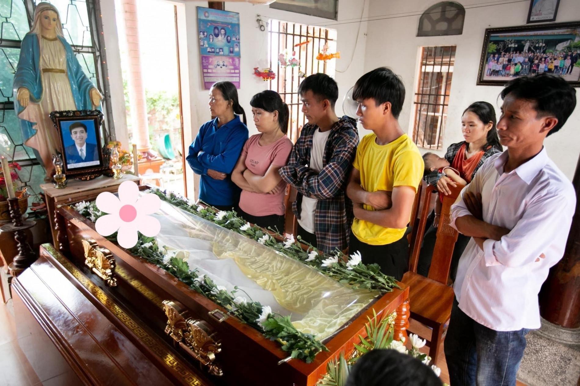 Hoàn cảnh đáng thương của nam sinh viên qua đời khi cứu 4 bạn nữ: Bố tai biến, mẹ đau ốm triền miên, từng mất anh trai vì đuối nước - Ảnh 3.