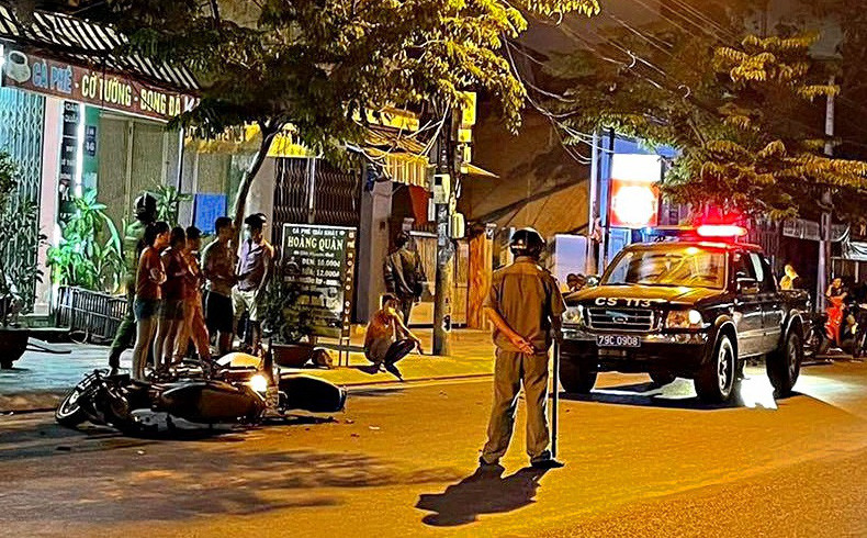 Nha Trang: Nhóm thanh niên đi xe máy đến quán cà phê, rút súng bắn người phụ nữ