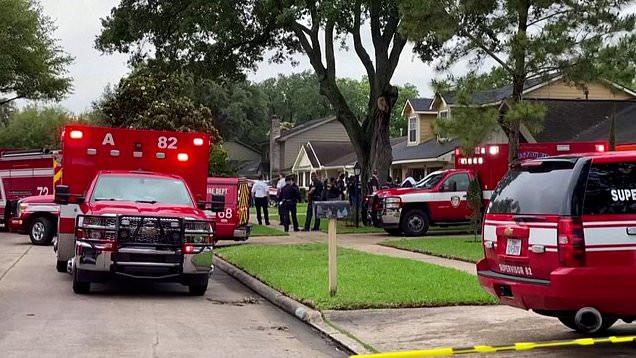 Tìm 3 mẹ con mất tích, cảnh sát kinh hoàng phát hiện hơn 100 người chỉ mặc đồ lót ở cùng họ trong ngôi nhà tồi tàn - Ảnh 4.