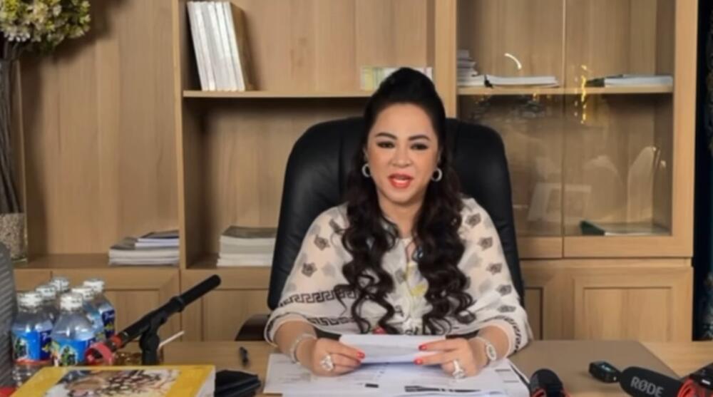 Tưởng đã hết ân oán, bà Phương Hằng 'lại lôi' Trịnh Kim Chi ra chỉ trích: 'Tôi chửi cho tắt bếp, sấp mặt'