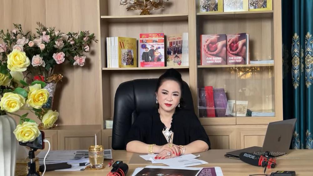 Bà Phương Hằng lại tiếp tục réo lên NS Hoài Linh: 'Tự cho mình là cao sang, danh giá quá vậy?' Ảnh 1