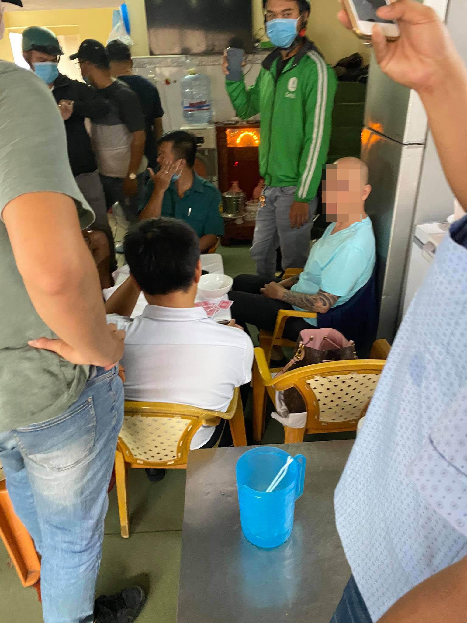 Bắt sòng bạc có cán bộ phường tham gia ở Sài Gòn - Ảnh 1.
