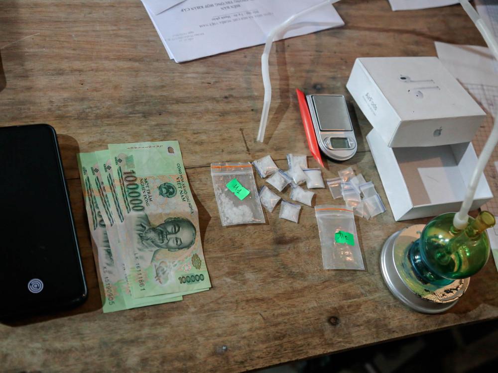 Nữ quái tiếp thị nước giải khát kiêm làm đại lý cung cấp ma túy online - Ảnh 1.