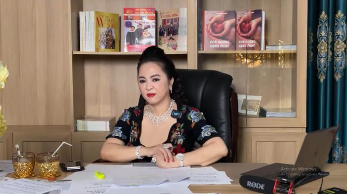 Bà Phương Hằng tiếp tục phát ngôn gây tranh cãi: 'Cứ bỏ 500 triệu hoặc 1, 2 tỷ là có giải Hoa hậu hết' Ảnh 2