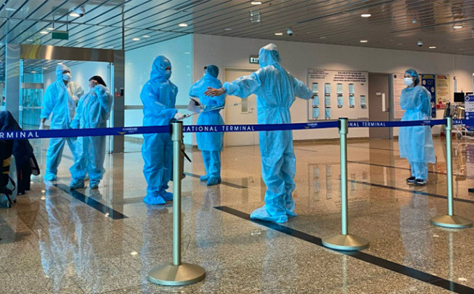 Nhân viên CDC Khánh Hòa gọi điện xác minh khách đi chuyến bay có ca Covid-19, có người 'bực bội, chửi luôn'