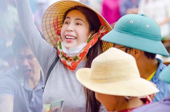 'Cạch mặt' cả showbiz Việt nhưng vì sao bà Phương Hằng lại lên tiếng bênh vực một mình Thủy Tiên? Ảnh 5