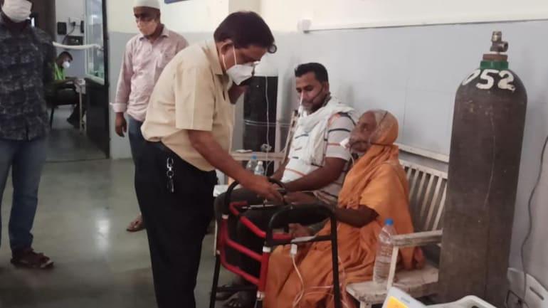 Bệnh nhân Covid-19 Ấn Độ bất ngờ tỉnh dậy ngay trước khi được hỏa táng - Ảnh 1.