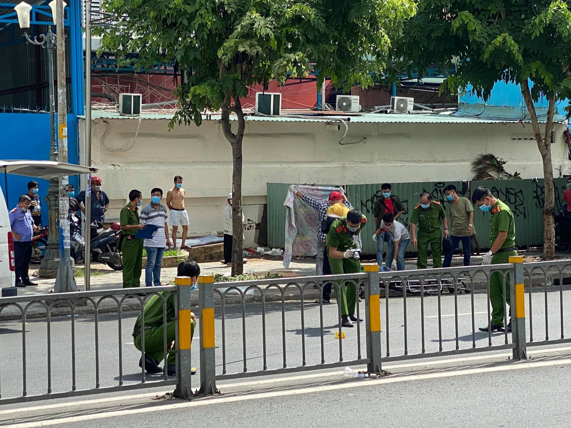 TP.HCM: Người đàn ông mặc áo GrabBike bị đâm chết trước cổng Bệnh viện Nhi đồng 1 - Ảnh 2.