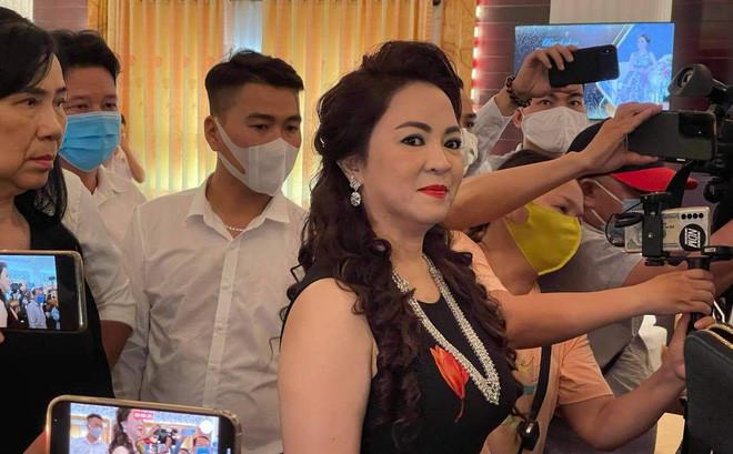 """Vợ Dũng lò vôi, bà Phương Hằng treo thưởng 1 tỷ đồng để truy tìm chủ Facebook """"núp lùm"""" phản pháo"""