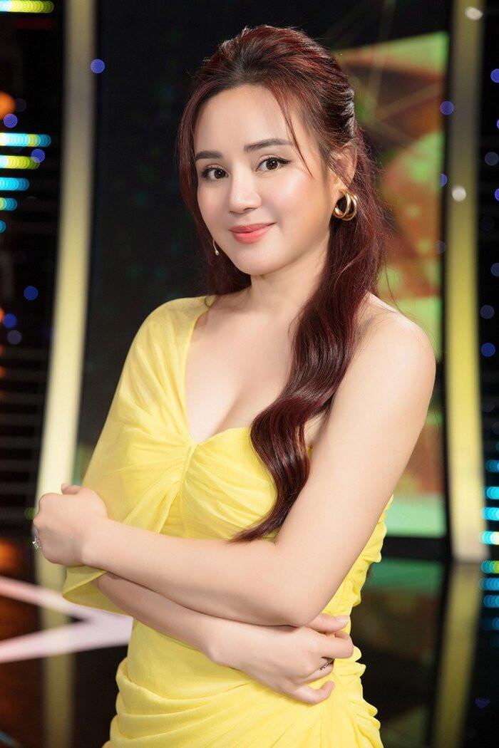 Sau khi chỉ trích vợ ông Dũng 'lò vôi', Facebook Vy Oanh bỗng dưng 'bay màu' khỏi 'cõi mạng' Ảnh 1