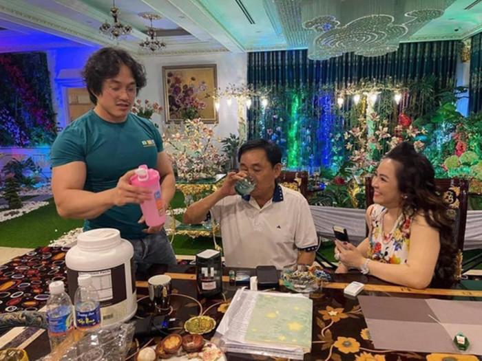 Chơi lớn để 'chửi' showbiz Việt, đại gia Phương Hằng tậu 'thần dược' của gymer từng bị chỉ trích Ảnh 1
