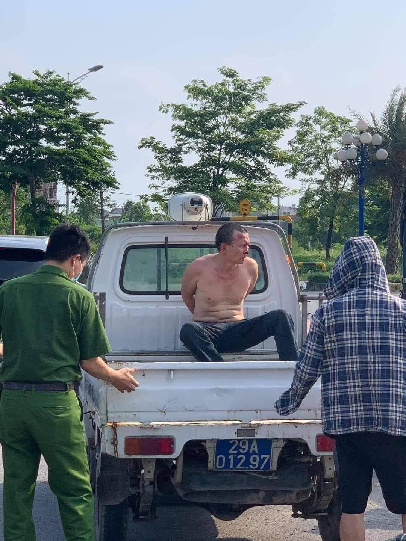 Tên cướp bị truy nã đặc biệt đâm tài xế taxi trọng thương ở Thanh Oai: Tao mới giết người xong - Ảnh 1.
