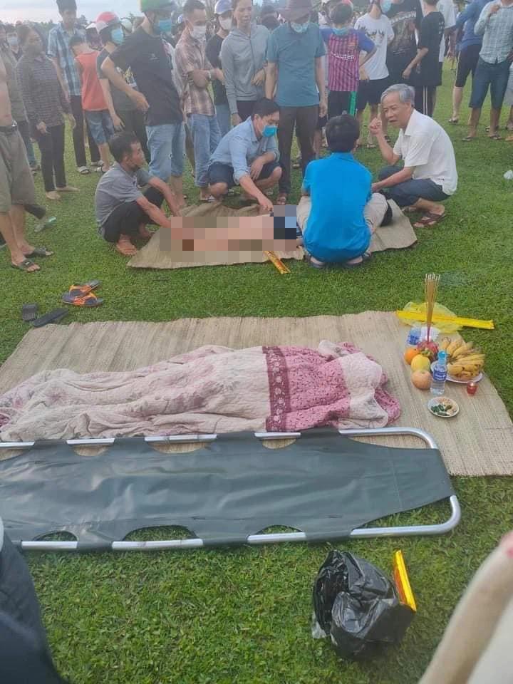 2 nam sinh bị đuối nước thương tâm ở Hà Tĩnh, người thân gào khóc bên thi thể - Ảnh 3.