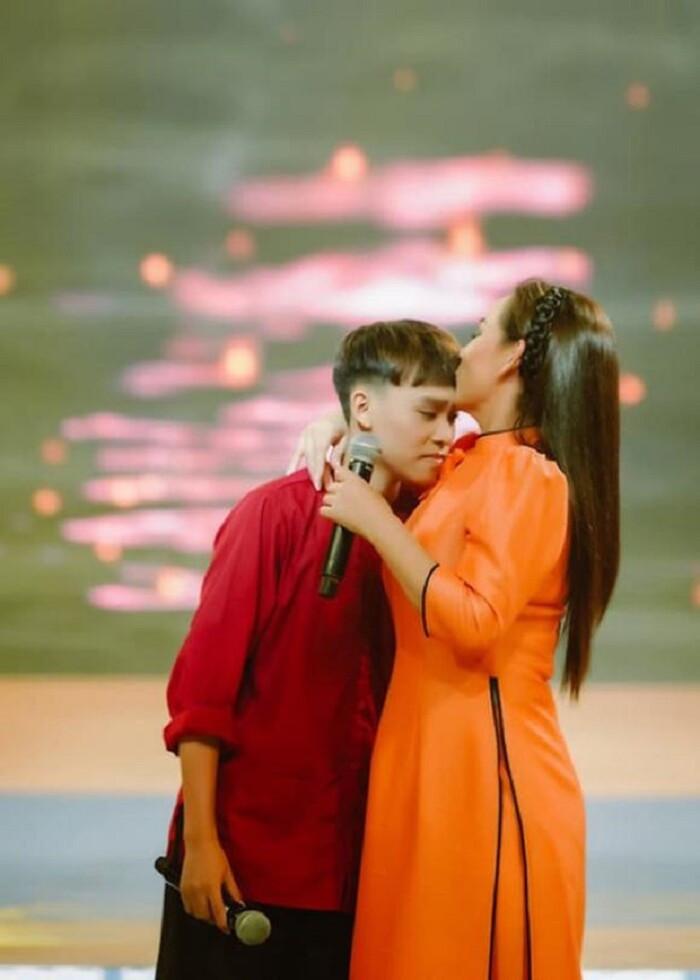 Hồ Văn Cường viết 'tâm thư' gửi mẹ nuôi Phi Nhung: 'Nghệ sĩ nhờ khán giả yêu thương mà thành' Ảnh 3
