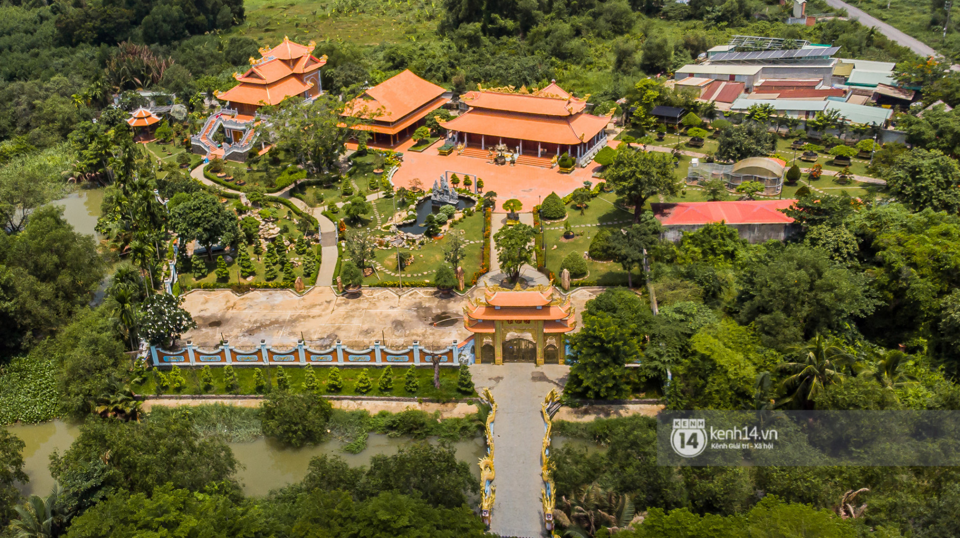 Về thăm Đền thờ Tổ nghiệp của NS Hoài Linh sau loạt lùm xùm từ thiện: Camera bố trí dày đặc, hàng xóm kể không bao giờ thấy mặt - Ảnh 4.