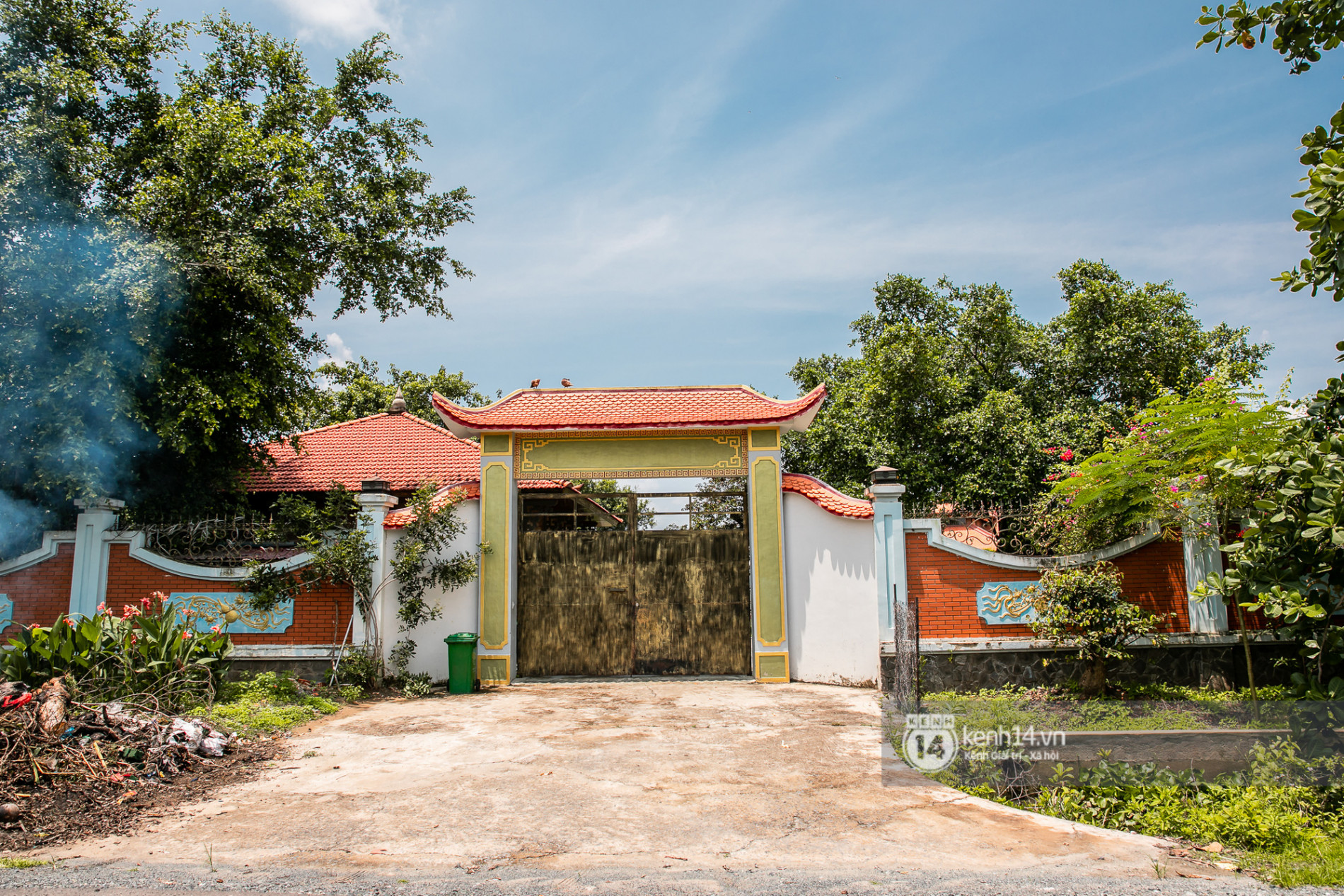 Về thăm Đền thờ Tổ nghiệp của NS Hoài Linh sau loạt lùm xùm từ thiện: Camera bố trí dày đặc, hàng xóm kể không bao giờ thấy mặt - Ảnh 7.