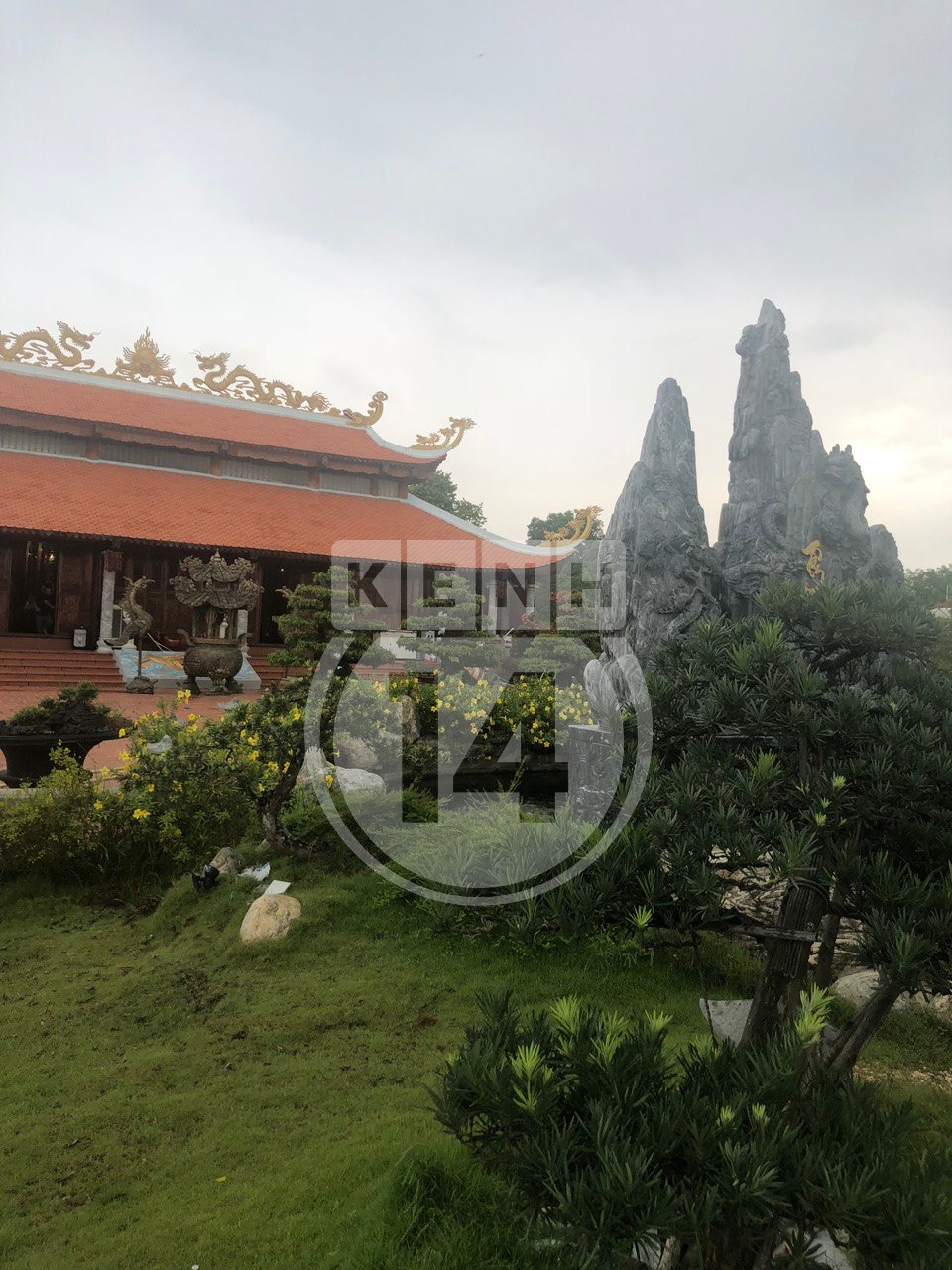 Về thăm Đền thờ Tổ nghiệp của NS Hoài Linh sau loạt lùm xùm từ thiện: Camera bố trí dày đặc, hàng xóm kể không bao giờ thấy mặt - Ảnh 14.