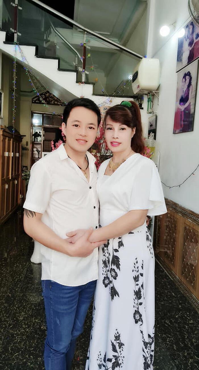 Cuộc sống hôn nhân êm đềm của 'cô dâu 62 tuổi' Thu Sao và chồng trẻ hiện tại