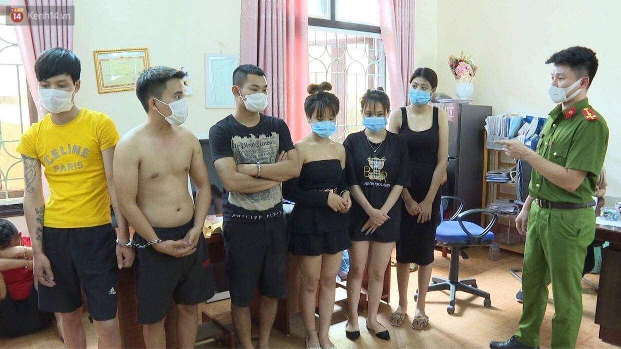 Bất chấp quy định phòng dịch, gần 40 nam nữ thanh niên mở tiệc ma túy bay lắc trong quán karaoke - Ảnh 1.