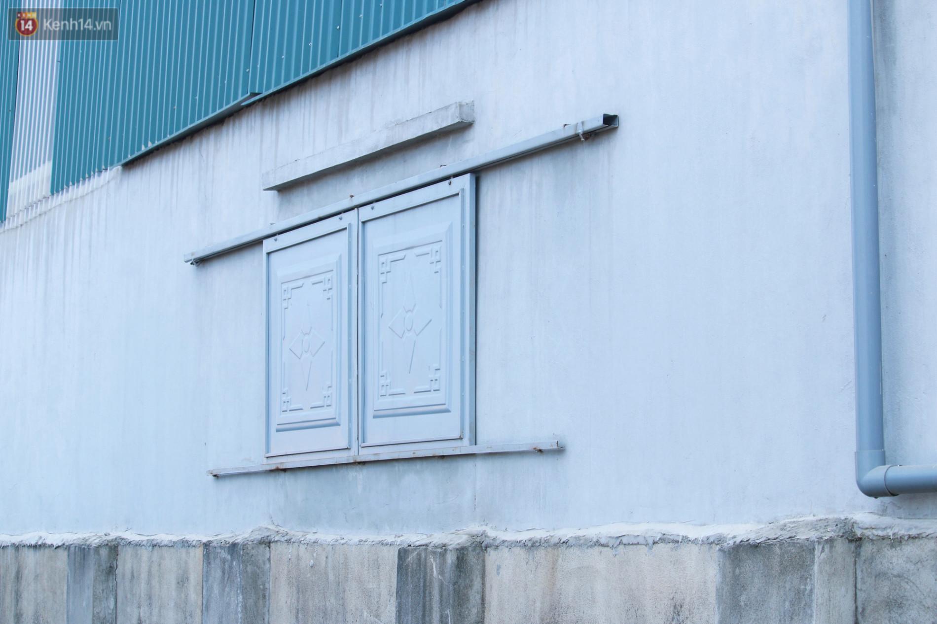 Người dân ngỡ ngàng khi biết sống cạnh kho ma túy ngụy trang trong dạ dày lợn: Xưởng lắp nhiều camera, không 1 khe hở, lúc nào cũng đóng cửa - Ảnh 6.