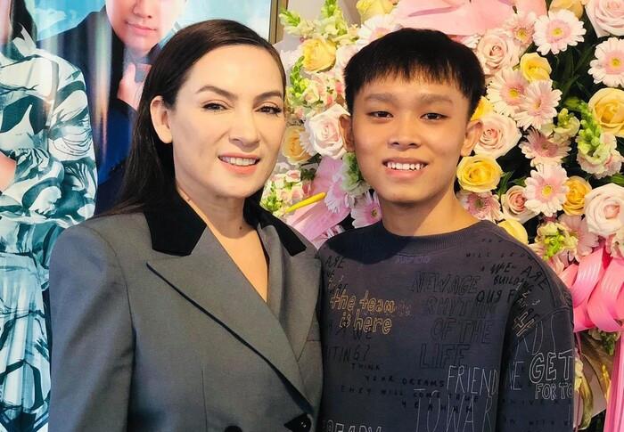 Một stylist có tiếng trong showbiz bênh vực Phi Nhung, bức xúc vì dân mạng 'tọc mạch' quá nhiều Ảnh 3
