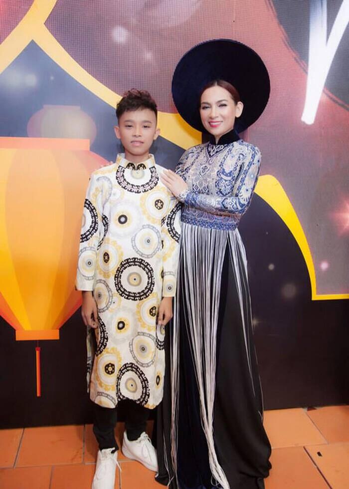 Một stylist có tiếng trong showbiz bênh vực Phi Nhung, bức xúc vì dân mạng 'tọc mạch' quá nhiều Ảnh 2