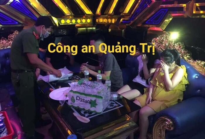 29 học sinh, sinh viên 'phê' ma túy lúc rạng sáng trong phòng karaoke Ảnh 1