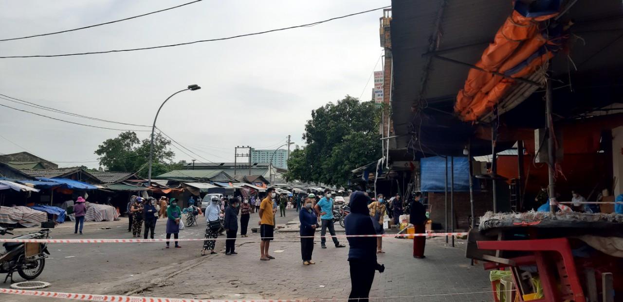 Nghệ An: Thêm một phụ nữ bán rau ở chợ đầu mối dương tính với SARS-CoV-2 - Ảnh 1.