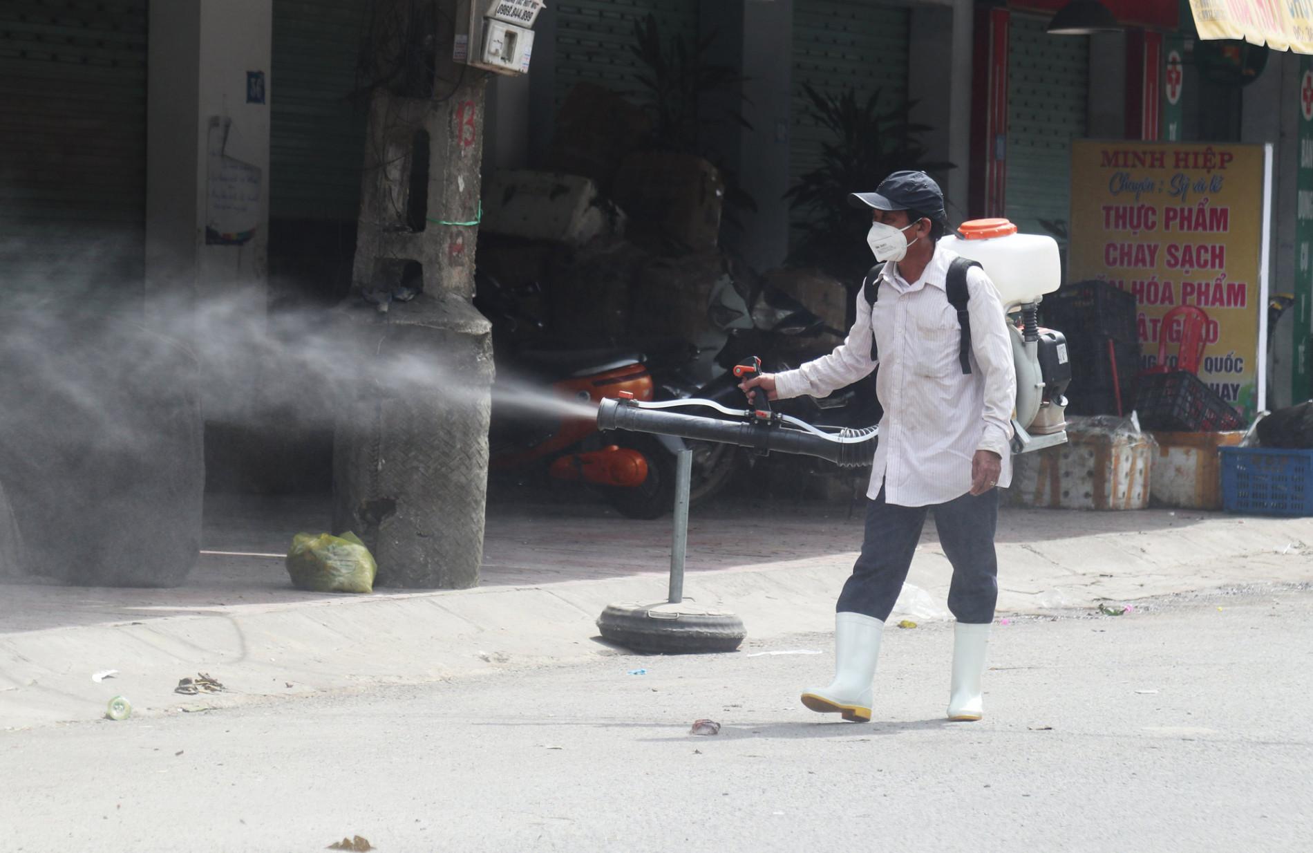 Nghệ An: Thêm một phụ nữ bán rau ở chợ đầu mối dương tính với SARS-CoV-2 - Ảnh 2.