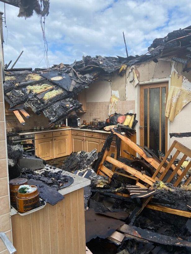 Vừa đi tắm xong thì hỏa hoạn cháy rụi cả nhà, gia chủ sụp đổ khi nguyên nhân chỉ từ một hành động cực bình thường ai cũng làm hằng ngày - Ảnh 2.