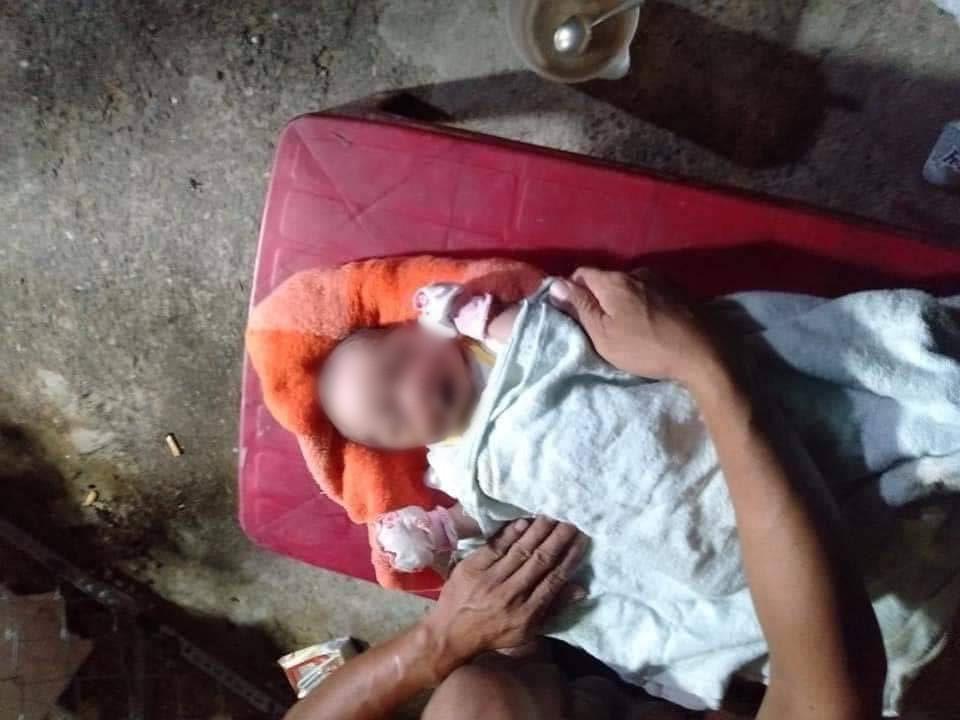 Bé trai sơ sinh bị bỏ rơi bên vệ đường với nhiều vết côn trùng cắn lúc rạng sáng - Ảnh 2.