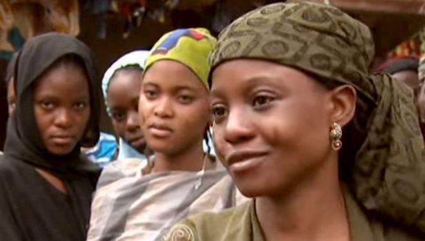 Cụ ông có 86 vợ và 170 con, mỗi ngày ăn hết 21 triệu tiền cơm, hết tiền cả nhà rủ nhau đi ăn xin - Ảnh 3.