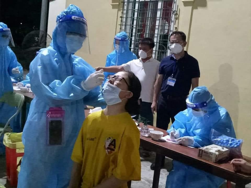Nghệ An ghi nhận bé gái 2 tuổi dương tính với SARS-CoV-2 - Ảnh 1.