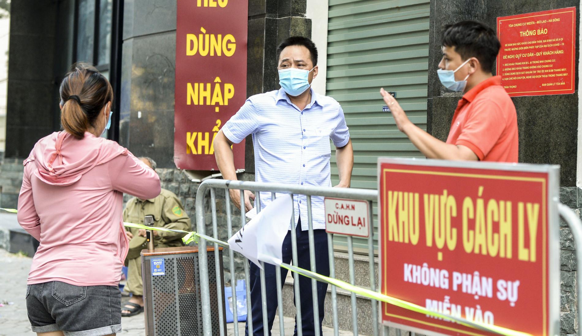 Các địa điểm cách ly, phong toả tại Hà Nội sau khi phát hiện có người dương tính SARS-CoV-2 - Ảnh 1.