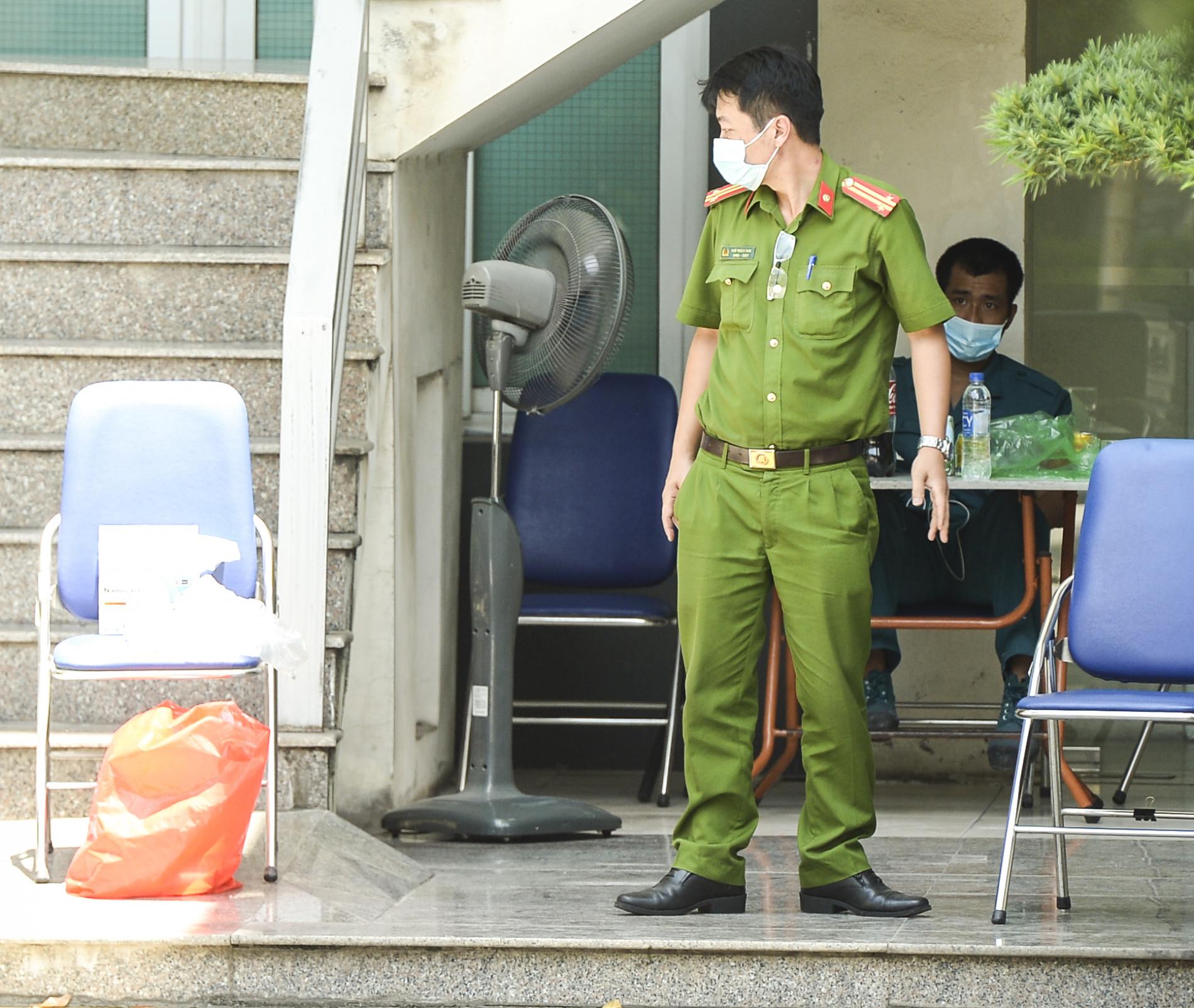 Các địa điểm cách ly, phong toả tại Hà Nội sau khi phát hiện có người dương tính SARS-CoV-2 - Ảnh 8.