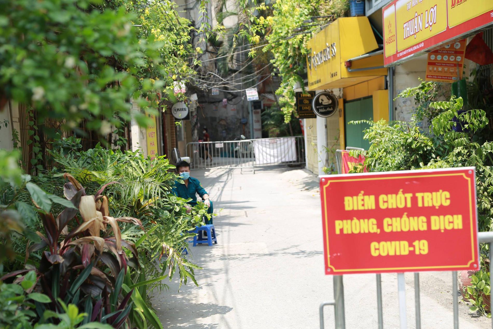 Các địa điểm cách ly, phong toả tại Hà Nội sau khi phát hiện có người dương tính SARS-CoV-2 - Ảnh 9.
