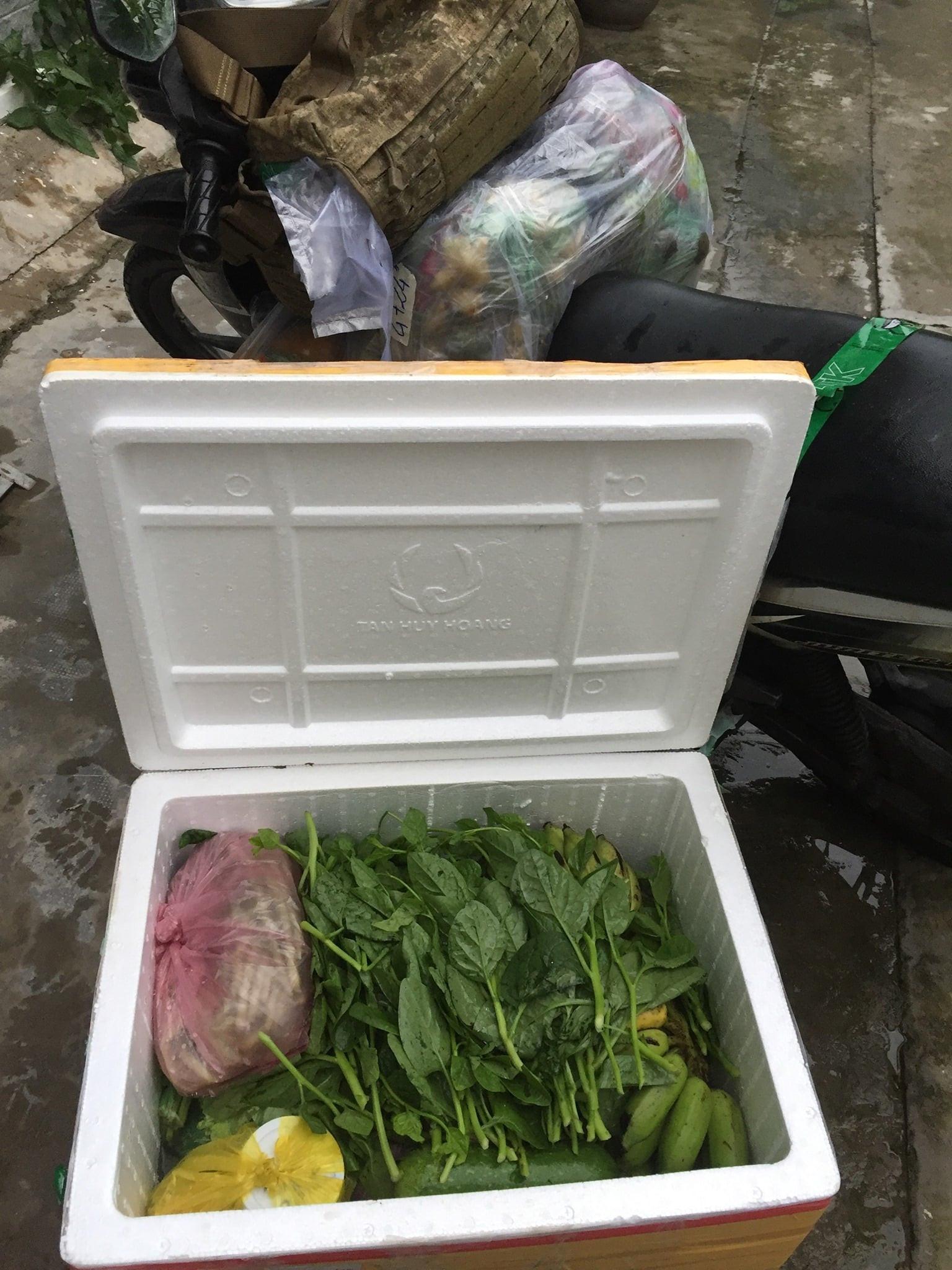 TP.HCM: Trình bày lý do ra nhà xe nhận thực phẩm từ quê, thanh niên bị lập biên bản xử phạt 2 triệu - Ảnh 1.