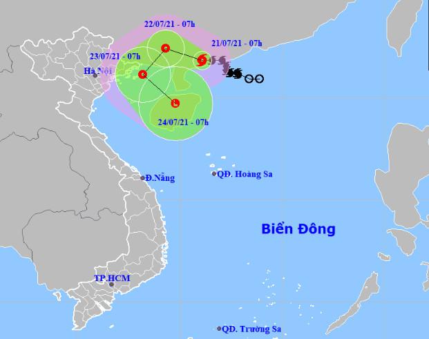 Bão số 3 đổ bộ Trung Quốc rồi ngược xuống Vịnh Bắc Bộ, Hà Nội mưa lớn kèm lốc sét - Ảnh 1.