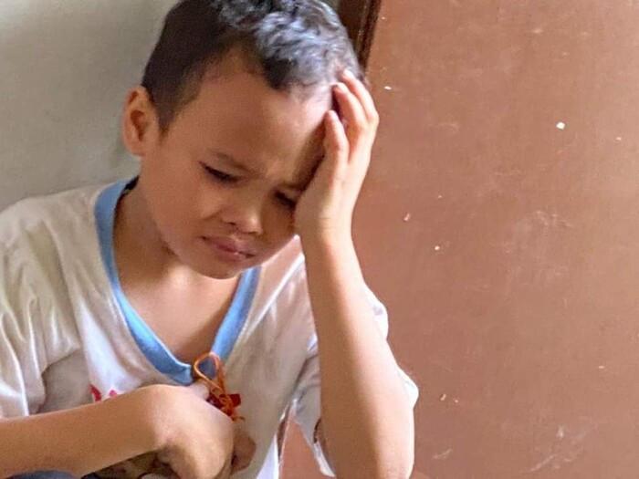 Tận mắt chứng kiến mẹ tử vong, con trai 8 tuổi vẫn ôm thi thể ngủ cả đêm, xoa bóp cho mẹ bớt đau