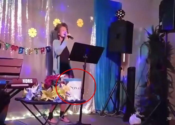 Dân mạng bức xúc vì cựu ca sĩ Kim Ngân bị em họ đưa đi hát kiếm tiền