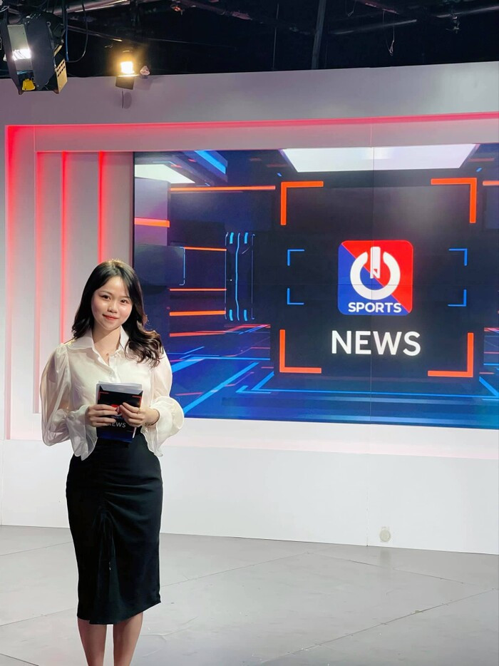 Huỳnh Anh trở thành BTV thể thao, fan réo tên Quang Hải Ảnh 1