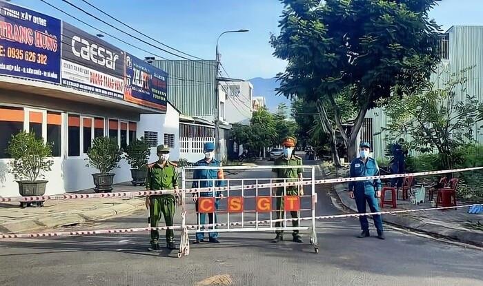 Phát hiện 12 ca nhiễm COVID-19 cộng đồng trong một ngày, Đà Nẵng dừng hoạt động shipper, Grab Ảnh 1