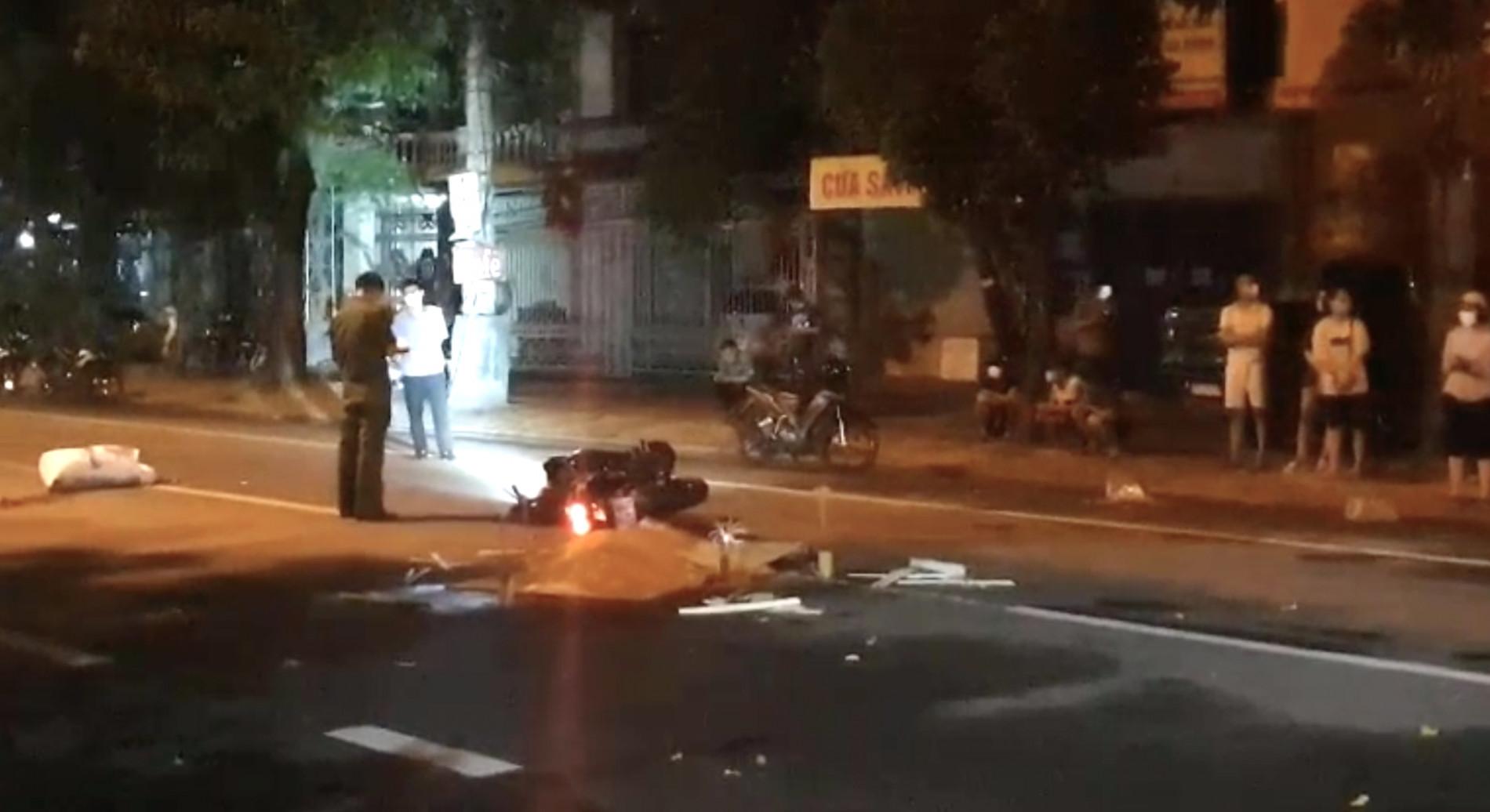 Nghệ An: Truy tìm xe ô tô bỏ trốn sau khi đâm nam thanh niên đi xe máy tử vong trong đêm mưa - Ảnh 2.