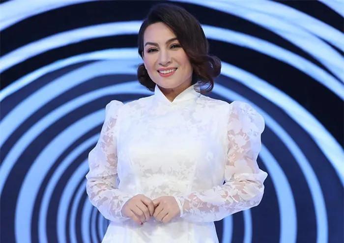 Phi Nhung khoe được con gái cho tiền, đáp trả thâm thúy khi bị mắng là 'đồ con lai' Ảnh 4